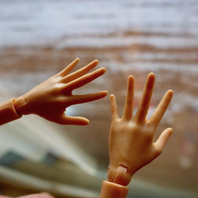 [Image: 2_left_hands.jpg]